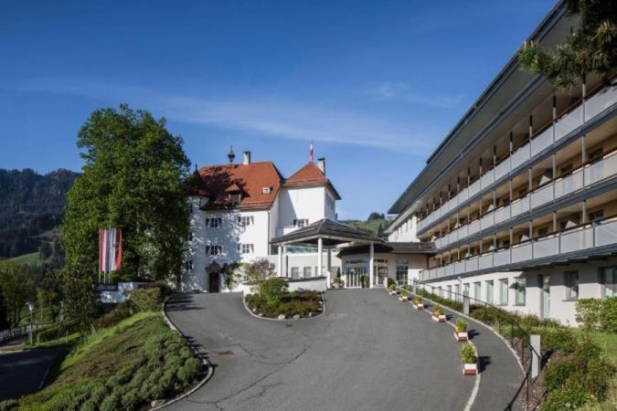 Hotel Schloss Lebenberg Montagna Austria Estate