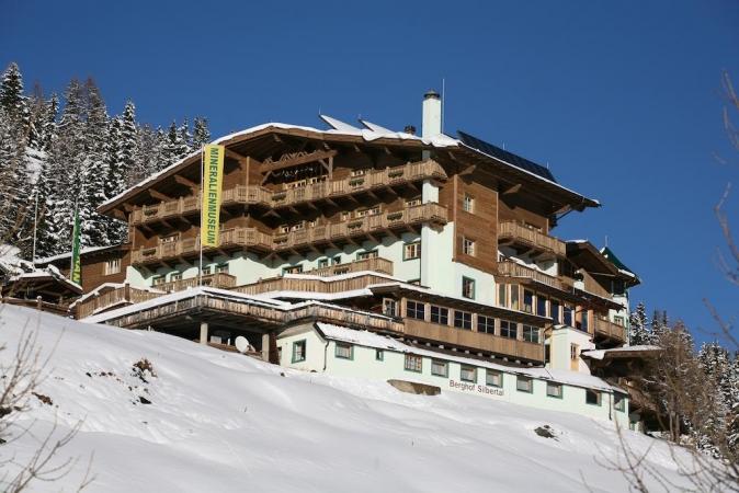 Hotel Alm  Ferienclub Silbertal Montagna Austria